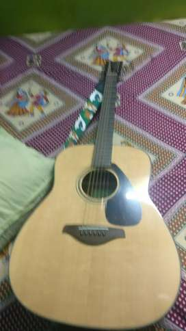 FG 800 yamaha guitar 2months old with bill all accessories