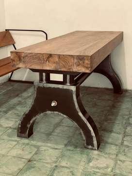Meja kayu industrial style