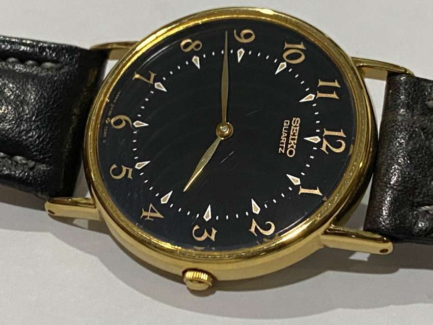 NEW OLD STOCK,1980's.SLIM SEIKO GOLD PLATED GENTS WATCH,