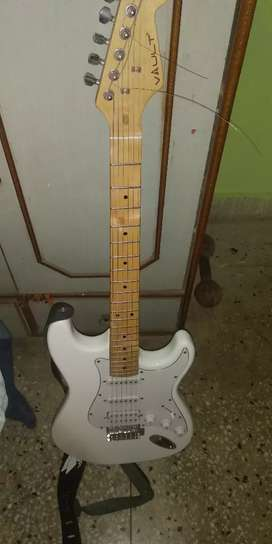 Vault St1M electric guitar 1 month old