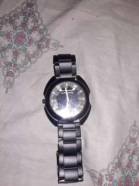 Chan wala black watch hai ESMAI koi bhi kharabi nahi hai