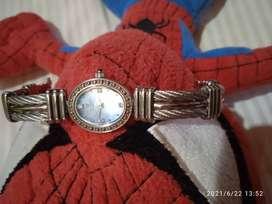 Jam tangan dengan asli berlian Valentino Rolenta