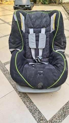 Kursi mobil anak hingga 3 tahun