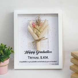 Bouquet Frame custom tulisan di kayu