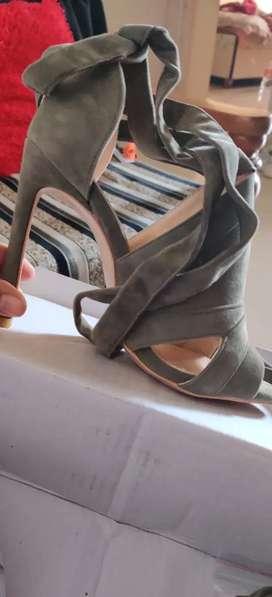 Amazing olive green heels