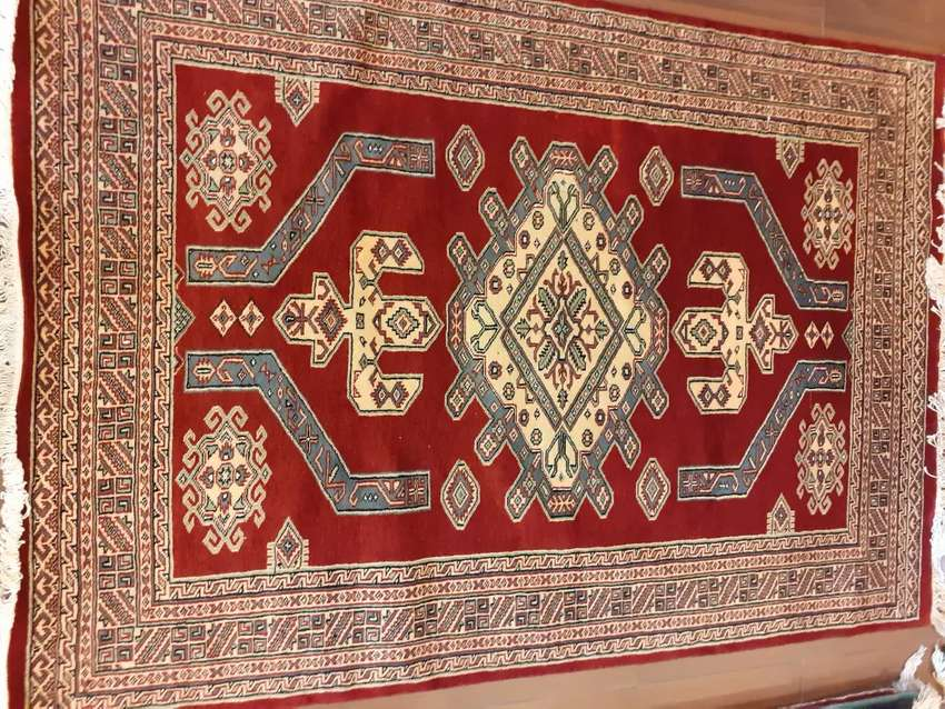Pakistani handmade carpets in the size of 4x6 0