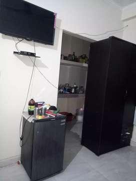 Need roommate in Ghitorni
