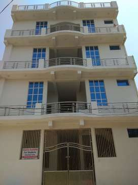FULLY FURNISHED ROOMS WITH ATTACHED WASHROOMS FOR RENT