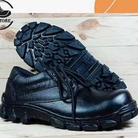 Sepatu safety shoes (ujung besi) wanita size 36-40. Bahan kulit asli