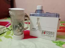 NOVA White juicer and blender.