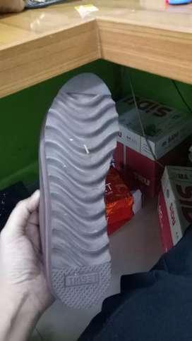 Preloved sepatu triset