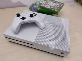 Xbox X One S + Controller + 1 game DVD