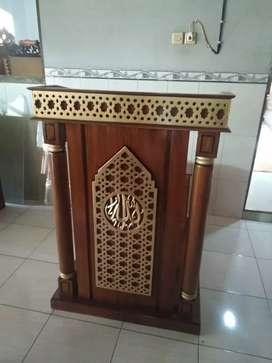 Mimbar masjid dan podium musola