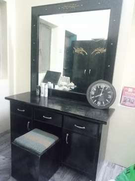 Dressing Table with Revolving Sitting Cushion Table
