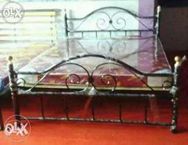 Queen size Wrought iron 5*6.5 Feet metal or iron Cot