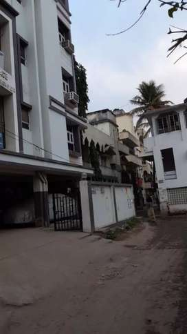 A 2 bhk semi furn. flat in boring road for working /students Bechlor .