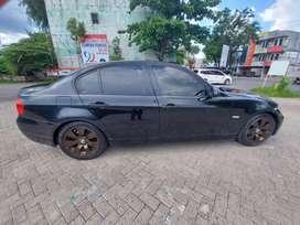 BMW sedan 320i hitam
