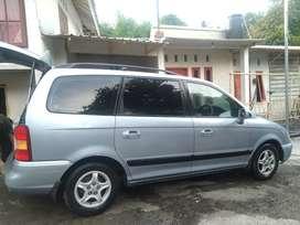 Dijual Mobil Hyundai Trajet 2.0 Bensin.
