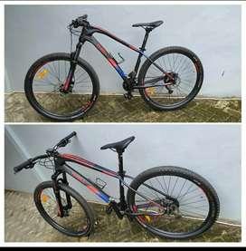 Sepeda Thrill Ravage 4.0 warna hitam Merah, mulus terawat