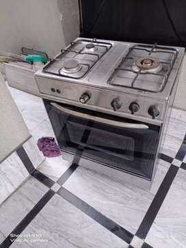Very good condition cooking range. Nasgas company