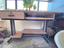 Computer table in affordable price