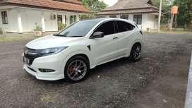 Honda HRV 1.8 prestige putih two tone