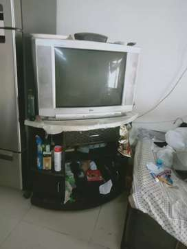 TV with show case in excellent condition