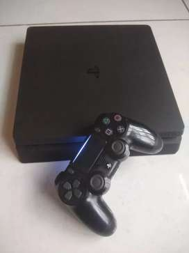 Ps4 Slim 1 TB with games