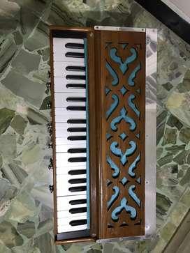 Traditional harmonium
