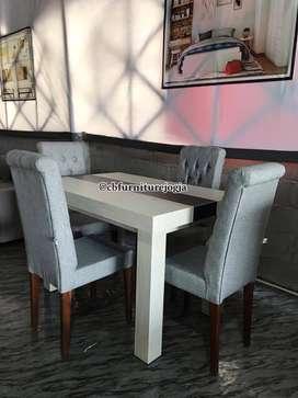 Meja makan & kursi makan