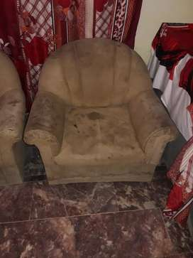 Used  sofa 5 seter sofa sir cloth khrab hay