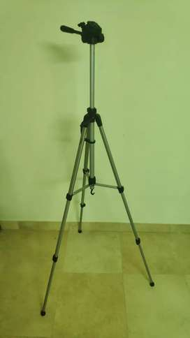AmazonBasics 60 inch lightweight tripod with bag | 1 year old
