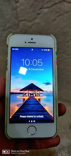 iPhone 5s 16gb for 5500