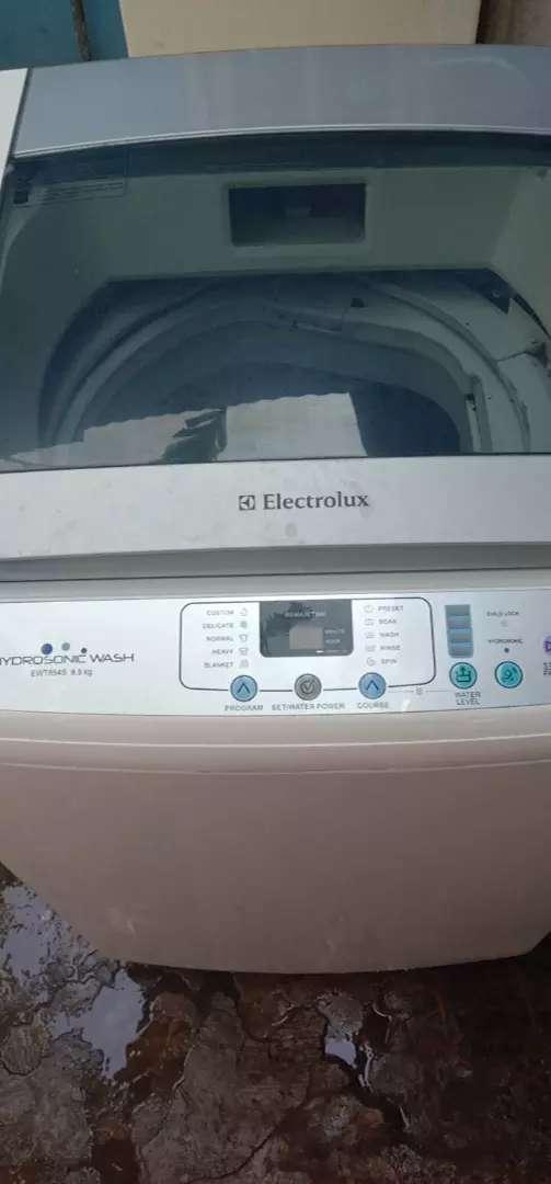 Mesin cuci elektrolux otomatis kapasitas 8,5 kg. 0