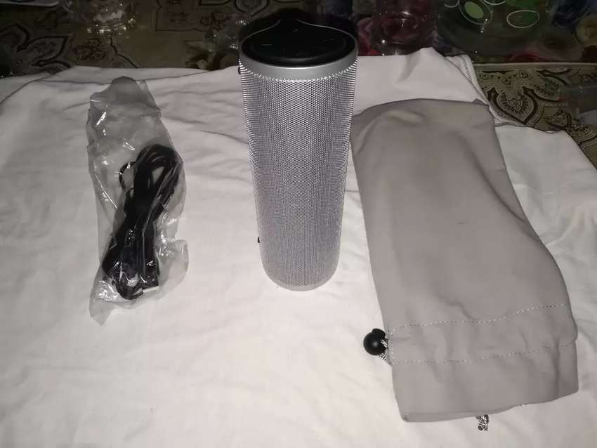 Lenovo bluetooth NFC speakers 4-5 times used bought from China 0