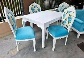 Satu set kursi makan
