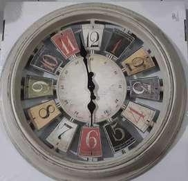 Jam Dinding Dijual murah saja hanya 70k, dengan motif retro tanpa kaca