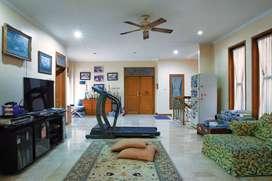 Rumah Hoek Depan Taman Asri dan Siap Huni di Sektor 2 Bintaro Jaya