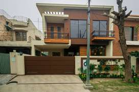 10 MARLA BRAND NEW OWNER BUILD HOUSE FOR SALE IN DHA PHASE 8