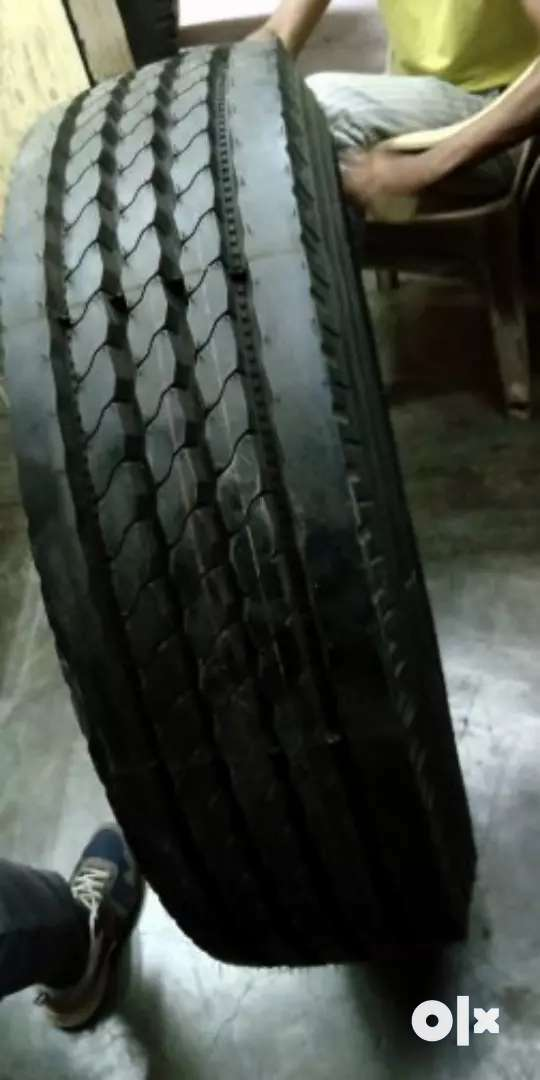 Size 1000/20 new& used tyre availabile my watsap. Number 815/70/70/434 0