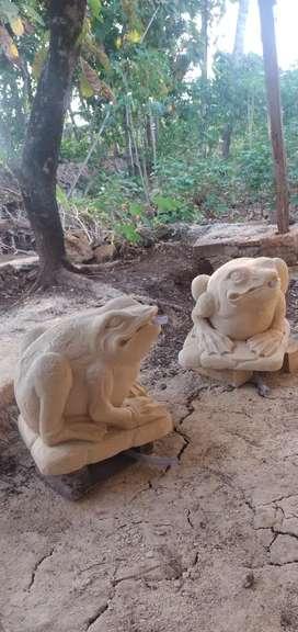 Patung kodok batu paras