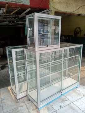 ready stock pesan antar etalase kaca ukuran 1, 2 meter.