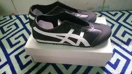 Sepatu Onitsuka tiger kulit size 42