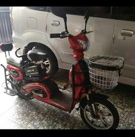 Selis sepeda listrik murai merah