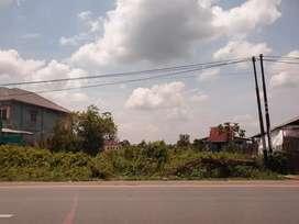 Di sewakan Tanah pinggir jalan L 10m x P 20 m. Harga per Tahun
