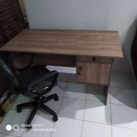 1 set meja tulis + kursi putar tangan