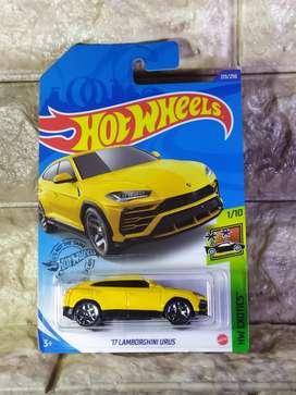 Hot Wheels 17 Lamborghini Urus HotWheels