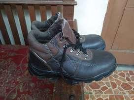 Sepatu safety merk bata no40