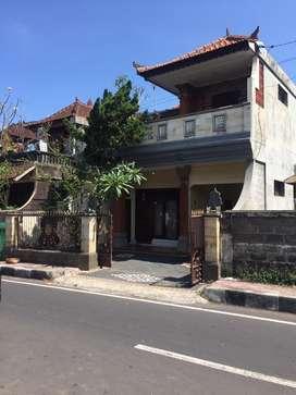 Disewakan/dikontrakkan rumah di pusat kota Kelungkung