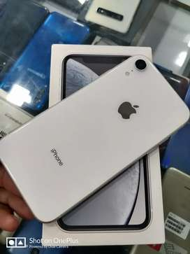 iPhone XR 64gb white 100 percent condition 96 battery